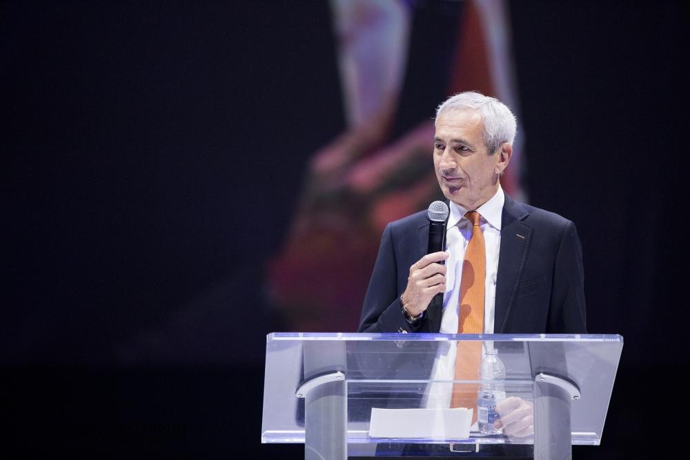Le président de la compagnie Effix faisant son discours sur la Glace du Centre Bell du Canadien de Montréal