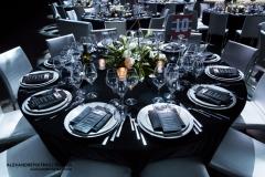 Photo de la glace du Centre Bell du Canadien de Montréal aménagée avec des tables de haute qualitées.