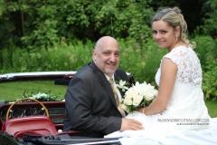 Mariage à Montreal de Sylvain et Isabel. Les mariés sont assis sur une voiture antique