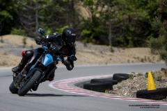 Moto KTM Superduke 1290 durant un cours de motos sports sur le circuit de Mecaglisse Québec